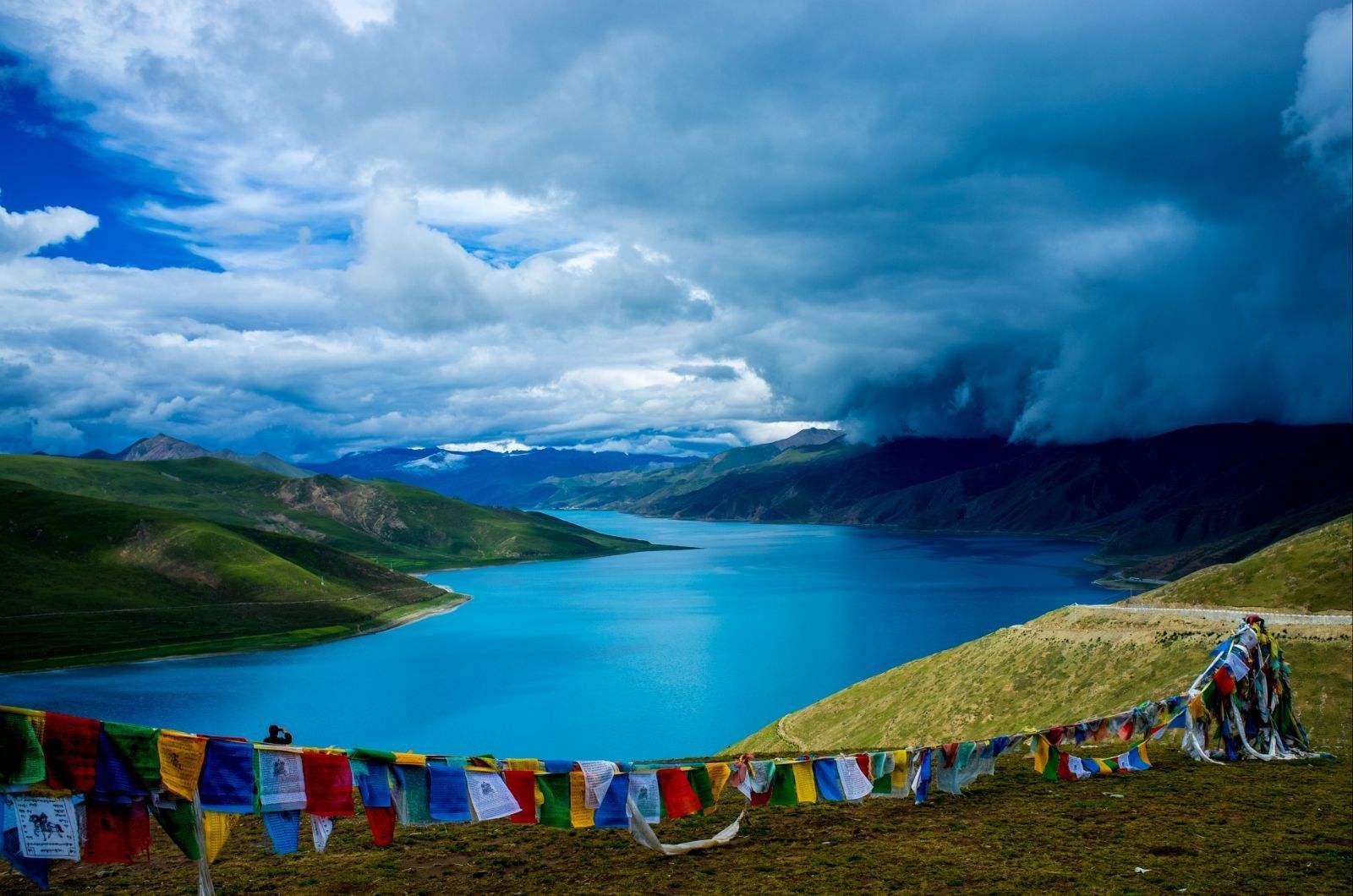西藏阿里大北线13日游羊湖珠峰冈仁波齐纳木错跟团游