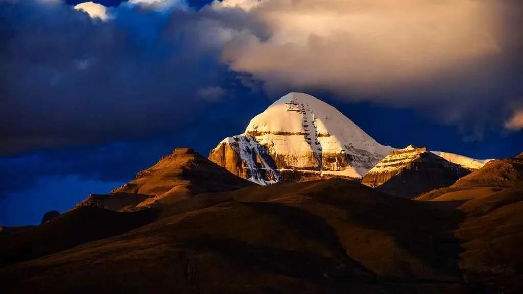 清凉一夏,来打卡西藏这些浪漫的雪山