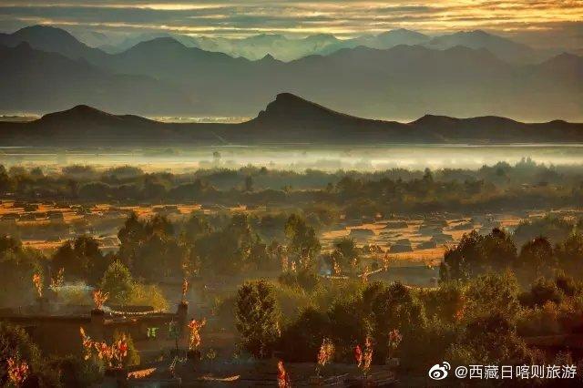 你爱日喀则,因为这里有天堂般的景色, 蓝天、白云、绿地、庄园