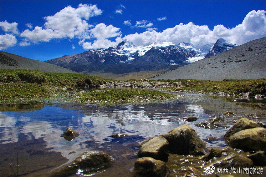 海拔6032多米高的贡布拉雪山