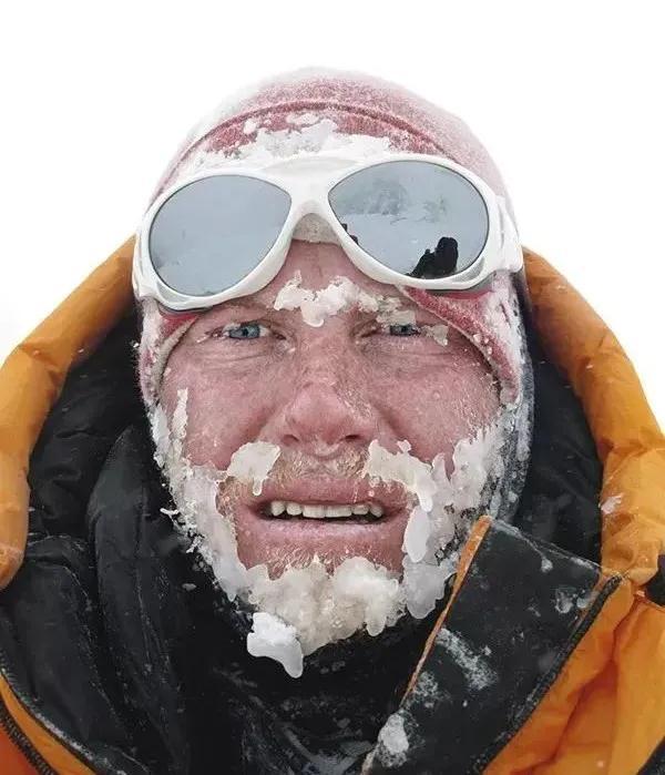 攀登过高峰,经历过雪崩,他的镜头里都是传奇的人生
